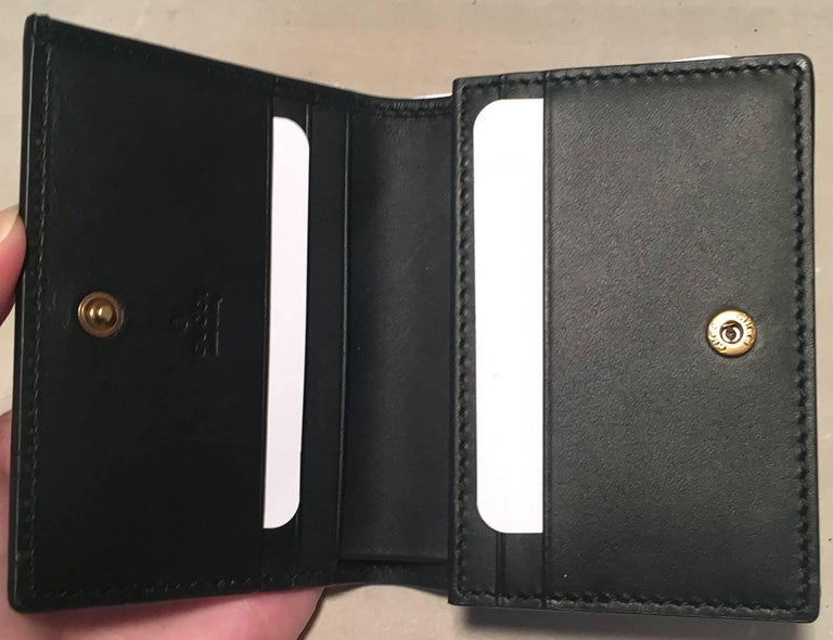 6aa7249c86b8 NWOT Gucci Small Navy and Cream Striped Leather Embellished Bee Wallet For  Sale 1
