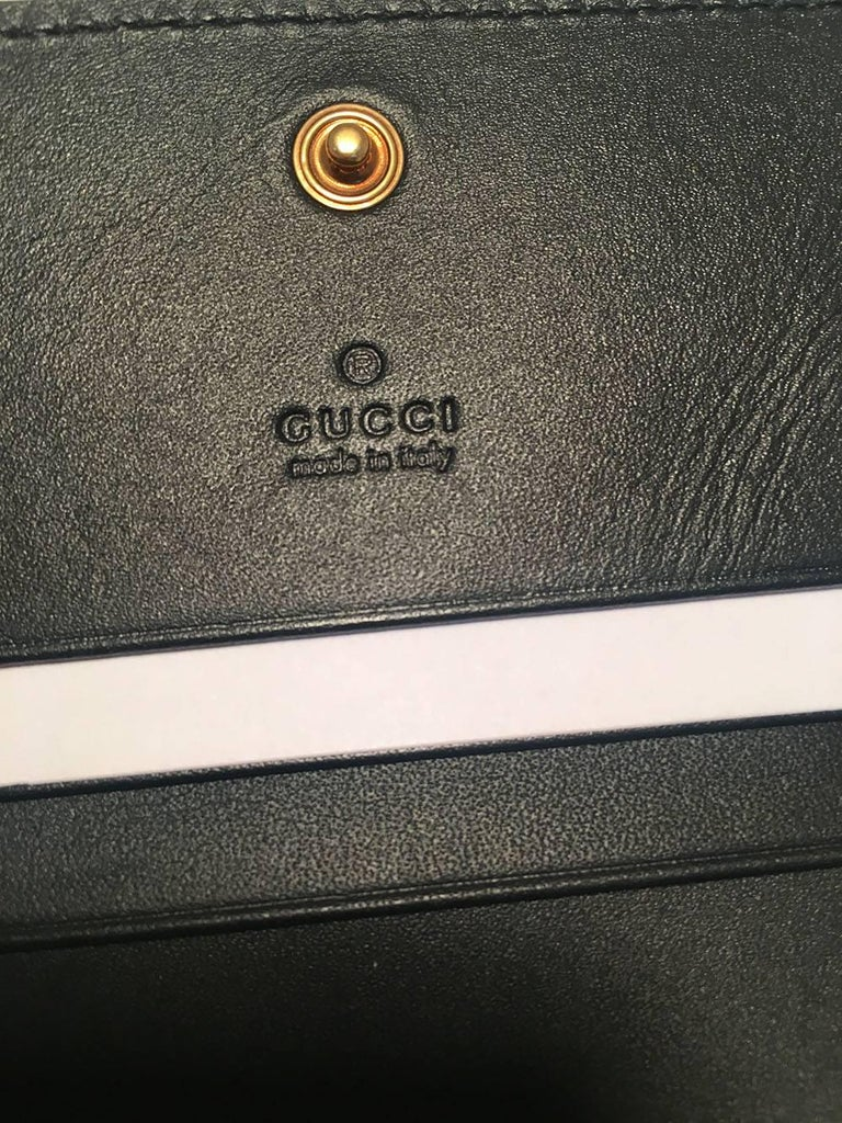 41a8654ee70d NWOT Gucci Small Navy and Cream Striped Leather Embellished Bee Wallet For  Sale 2