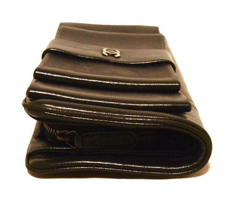2a3d64c9d00f Chanel Black Leather Bow Wallet Clutch For Sale at 1stdibs
