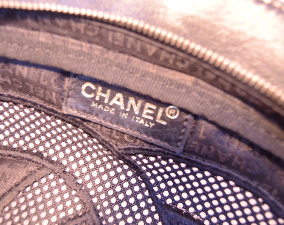 Chanel Black Woven Linen and Leather CC Logo Cut Out Tote Bag For Sale 2