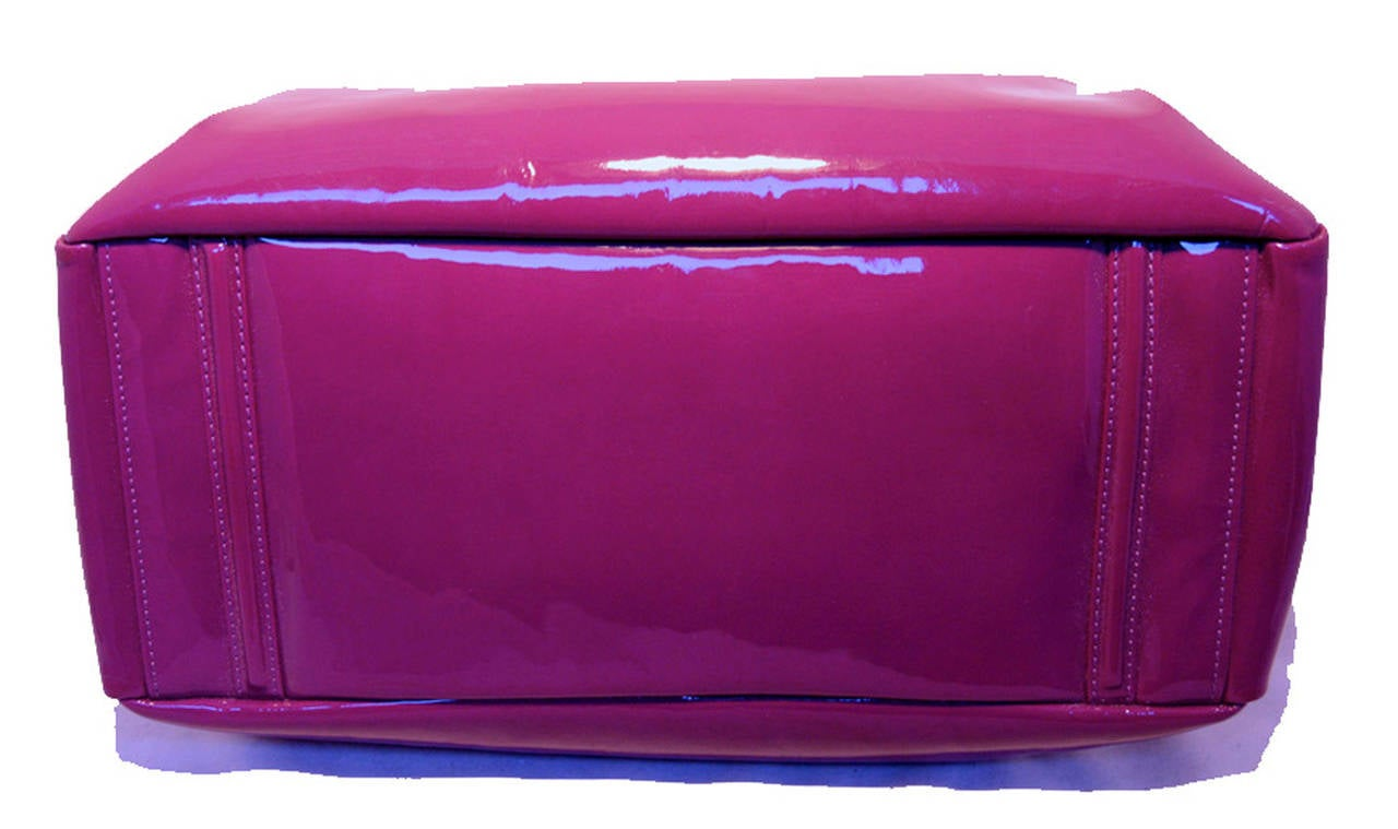 Chanel Purple Patent Leather Shoulder Bag Tote In Excellent Condition For Sale In Philadelphia, PA