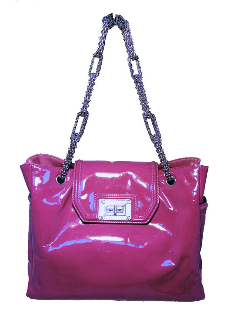 Women's Chanel Purple Patent Leather Shoulder Bag Tote For Sale