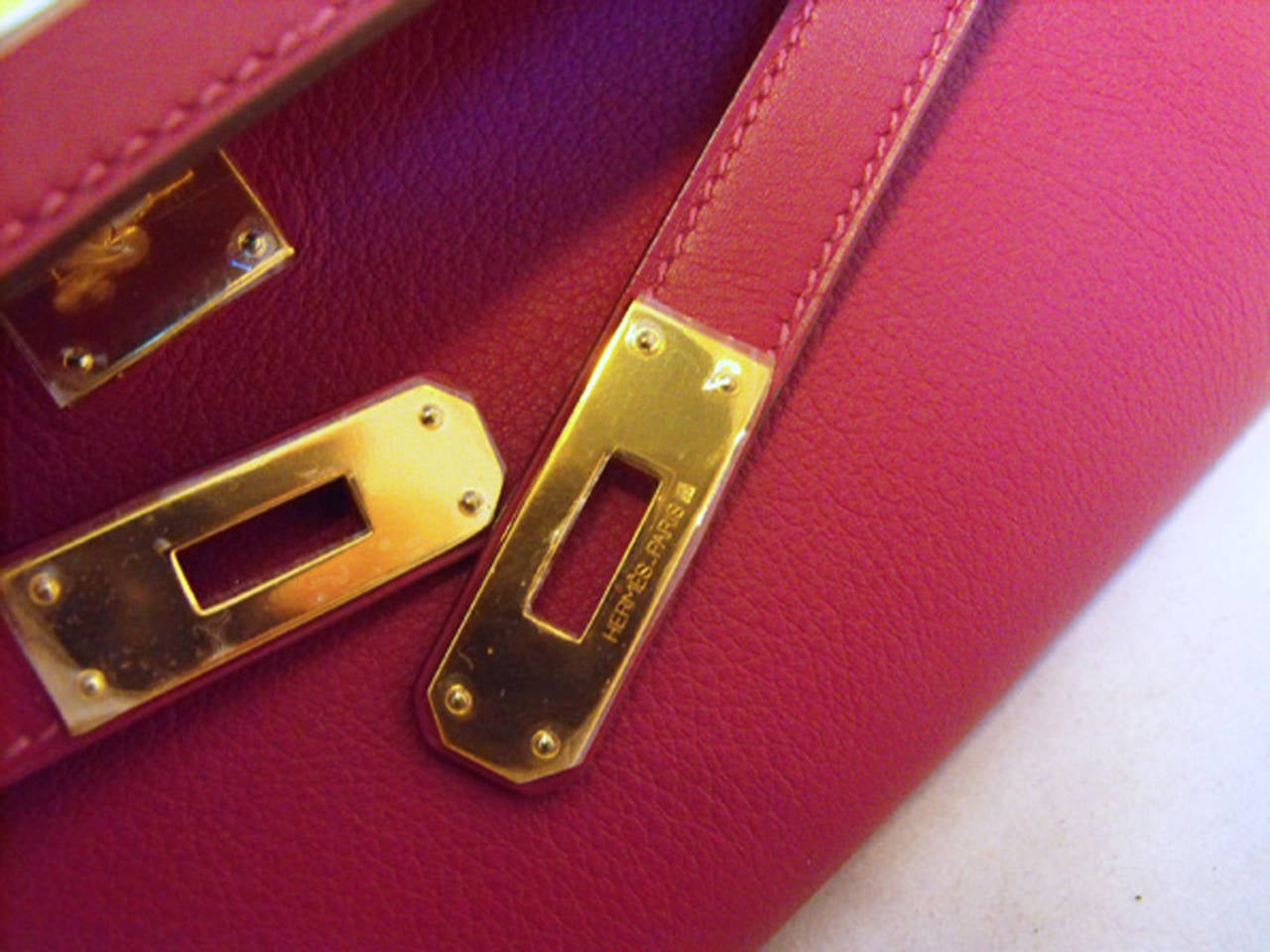 Hermes Fuchsia Swift Leather Kelly Cut Clutch Handbag  For Sale 1