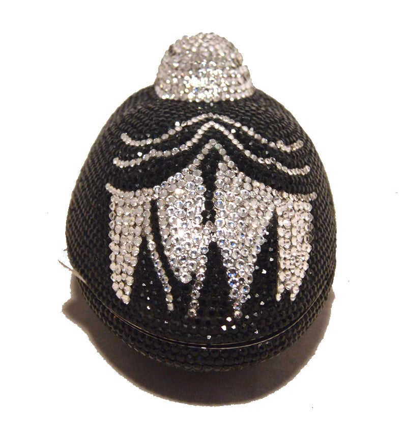 GORGEOUS JUDITH LEIBER swarovski crystal sitting duck minaudiere in excellent vintage condition.  Black and silver swarovski crystal exterior trimmed with silver hardware.  Lifting style closure opens to a silver leather lined interior that holds 1