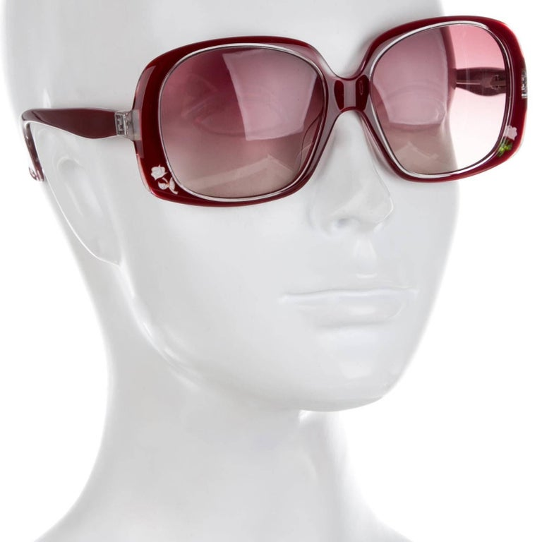 New Fendi Deep Red Rose Inlaid Sunglasses With Case In New Condition For Sale In Leesburg, VA