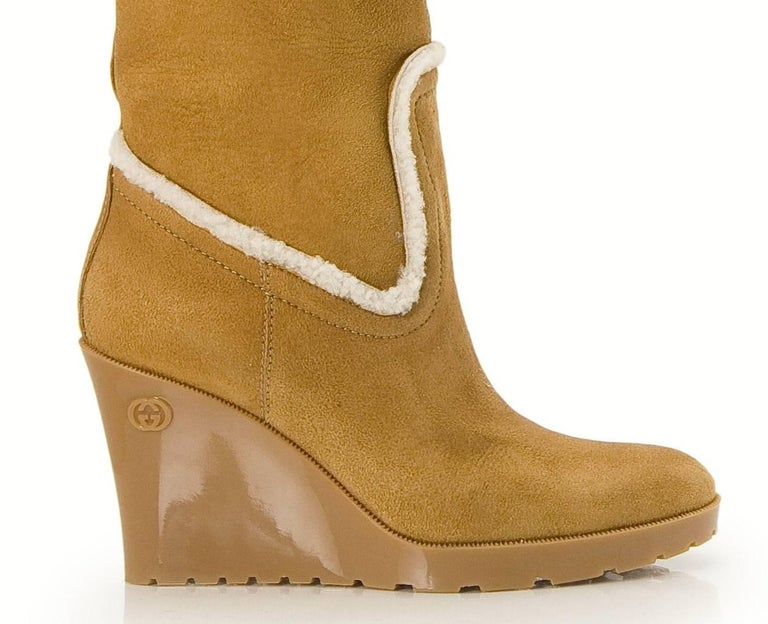 New Gucci Camel Lambskin Shearling Wedge Boots Sz 8.5 In New Condition For Sale In Leesburg, VA