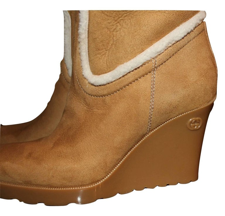 New Gucci Camel Lambskin Shearling Wedge Boots Sz 8.5 For Sale 2