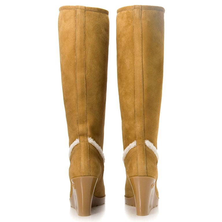 Women's New Gucci Camel Lambskin Shearling Wedge Boots Sz 8.5 For Sale