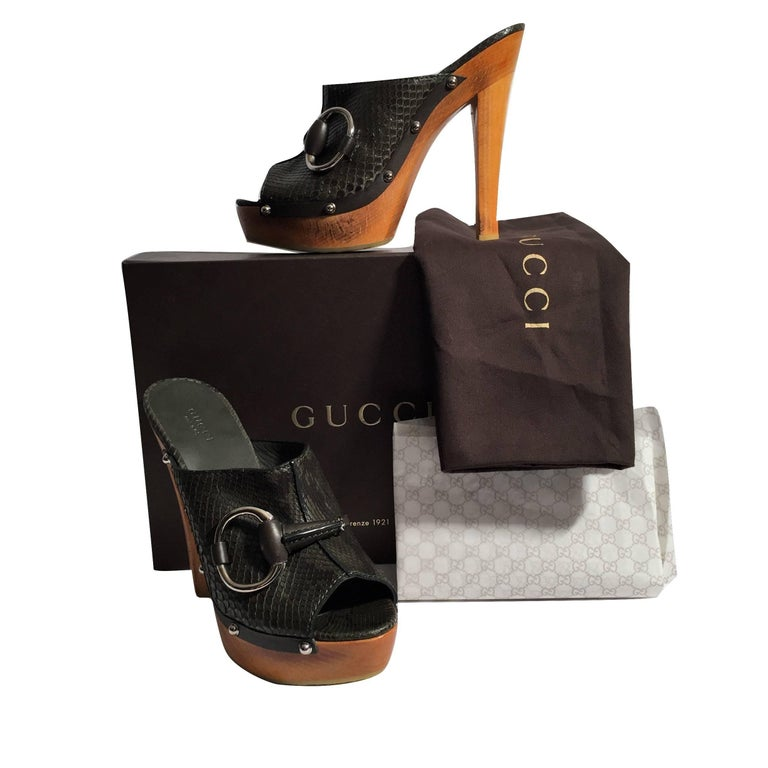 New Gucci New Midnight Green Python Mule Heels Sz 38.5 In New Condition For Sale In Leesburg, VA