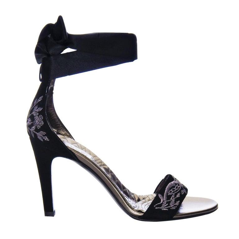 New Gucci Runway Suede Brocade Heels Sz 8.5 In New Condition For Sale In Leesburg, VA