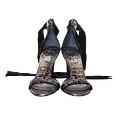 New Size 8.5 Gucci Runway Suede Brocade Heels