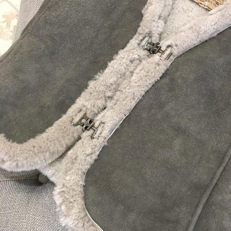 New Da-Nang Grey Shearling Vest  Sz S In New Condition For Sale In Leesburg, VA