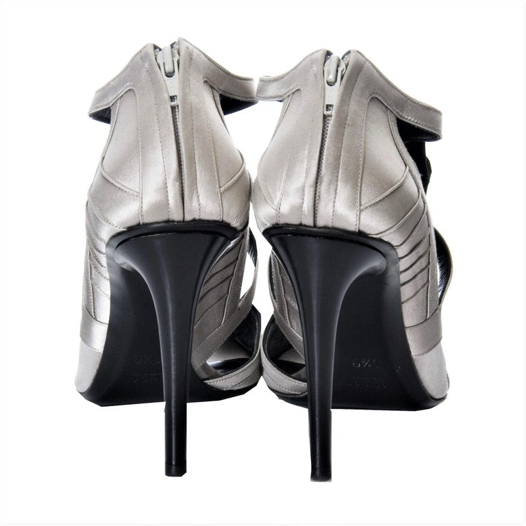 New Tom Ford for Gucci Satin Runway Sarah Jessica Parker Heels Pumps Sz 8.5 For Sale 2