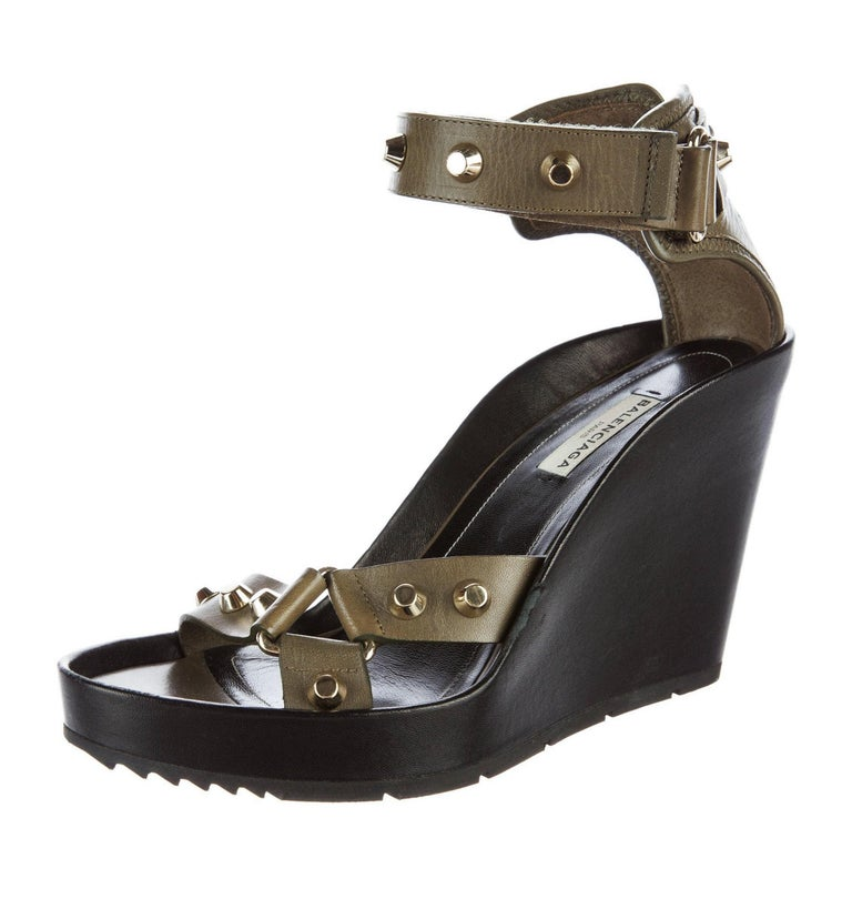 New Balenciaga Studded Platform Wedge Heels Sz 37.5 In New Condition For Sale In Leesburg, VA