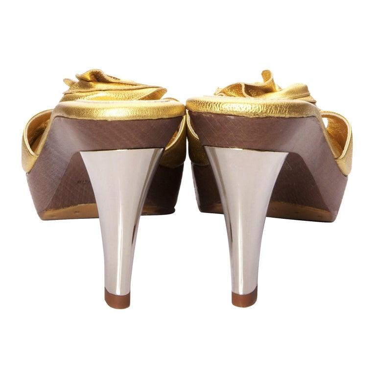 New Tom Ford for YSL Yves Saint Laurent Nadja Rosette Gold Heels Sz 40 In New Condition For Sale In Leesburg, VA