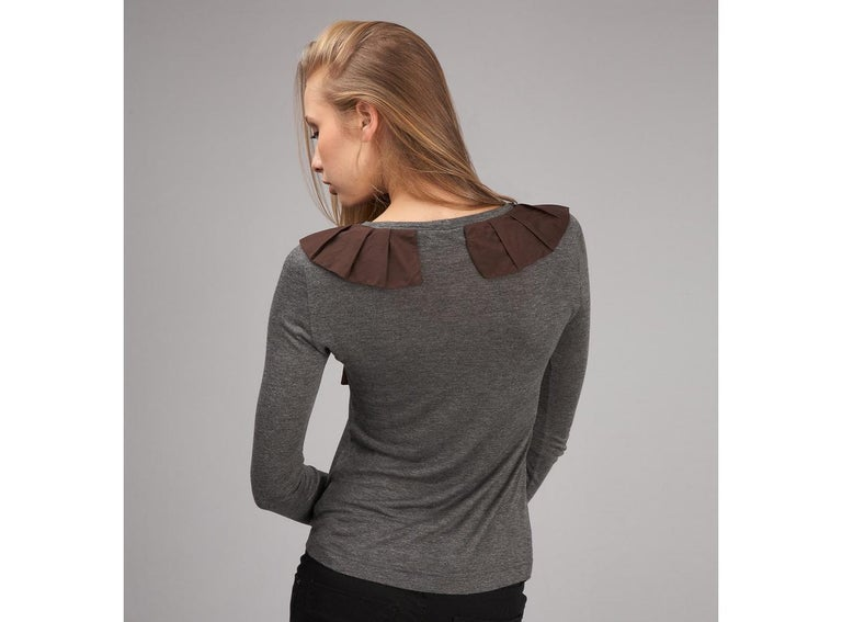 New 2b. Rych Soft Grey Blouse Top Shirt with Jeweled Neck Sz S In New Condition For Sale In Leesburg, VA