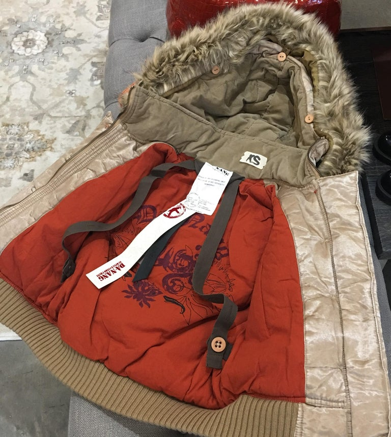 New Da-Nang Rare Celebrity Convertible Backpack Jacket In New Condition For Sale In Leesburg, VA