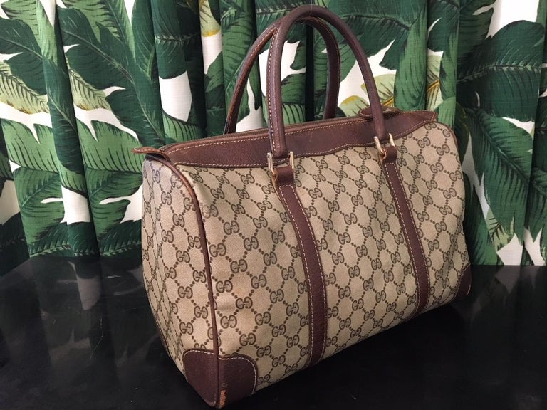 Vintage Gucci classic zippered top handbag with