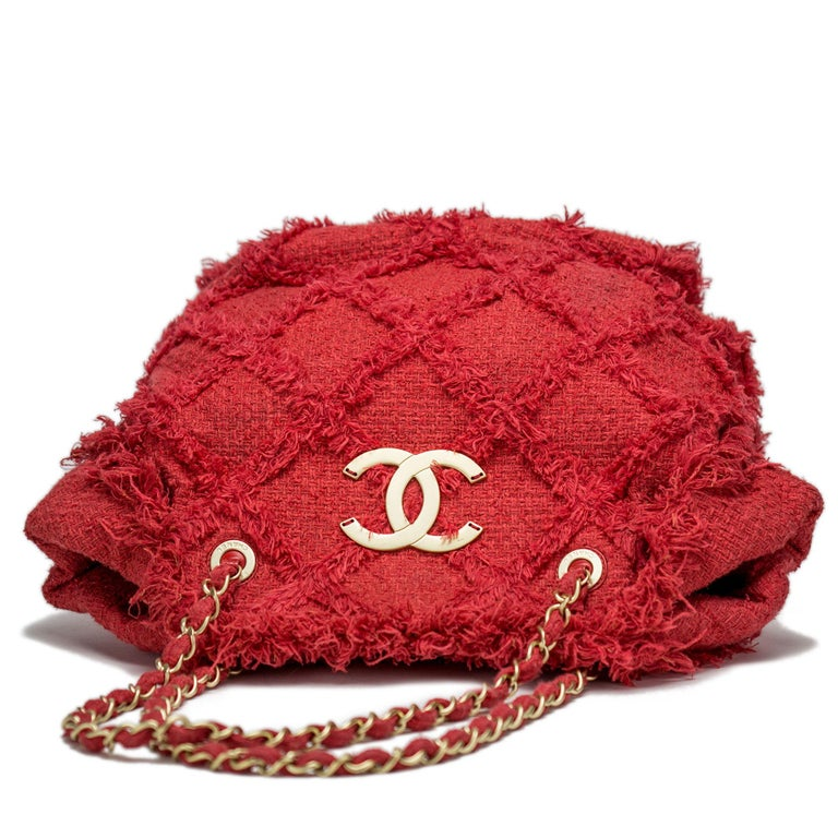 Chanel Soft Woven Red Tweed Fringe Crochet Tote Beach Bag  In Good Condition For Sale In Miami, FL