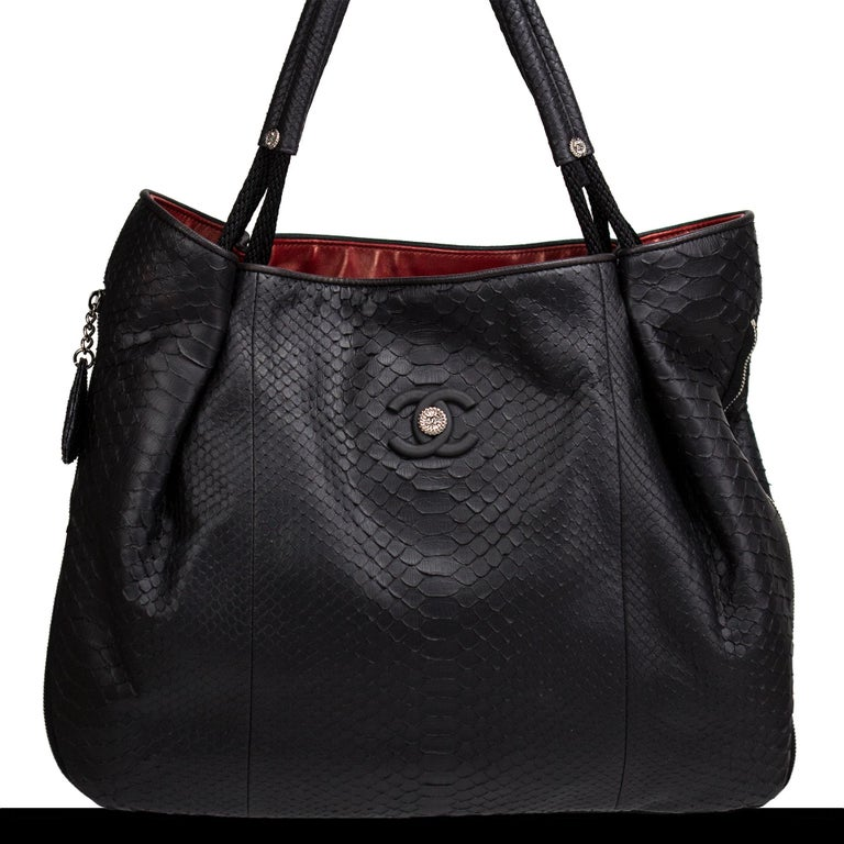 Chanel Boating Python Large Classic Shopper Zippered Expandable Tote In Good Condition For Sale In Miami, FL