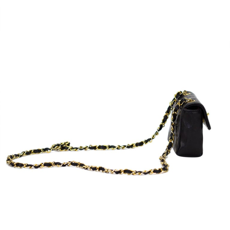 Women's or Men's Chanel Mini Vintage Lambskin Crossbody Classic Flap Bag For Sale