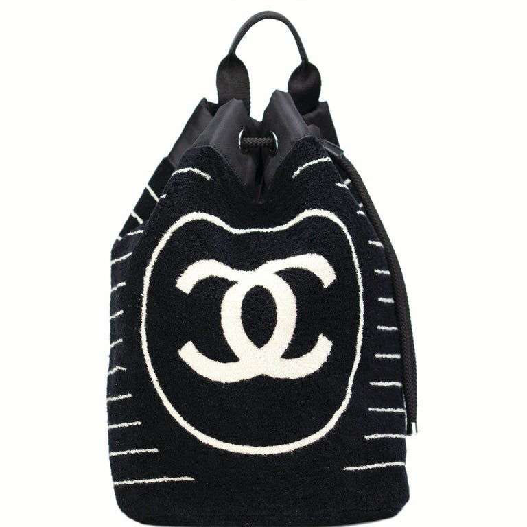 Chanel Dark Navy Blue Striped CC Logo Drawstring Large Beach Tote Bag Vintage For Sale 1