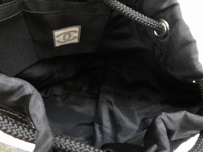 Chanel Dark Navy Blue Striped CC Logo Drawstring Large Beach Tote Bag Vintage In Good Condition For Sale In Miami, FL