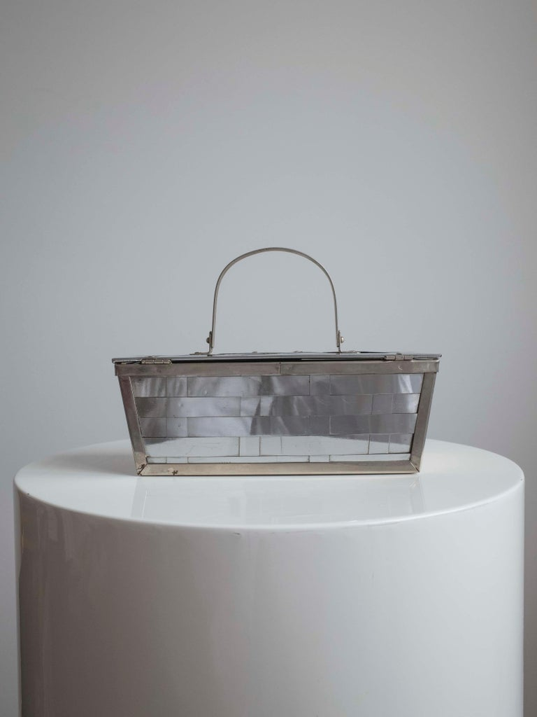 1960s Silver Basket Weave Mod Box Handbag In Good Condition For Sale In Antwerp, BE