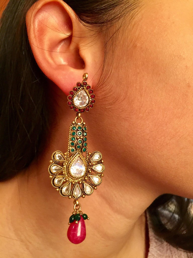 Antique Style Green and Faux Ruby Earrings In New Condition For Sale In Hoffman Estates, IL