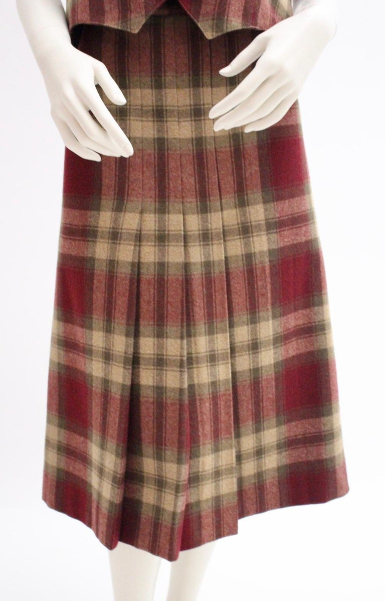 Wool Vintage Tartan Set Skirt and Gilet 1980s In Good Condition For Sale In Vienna, AT