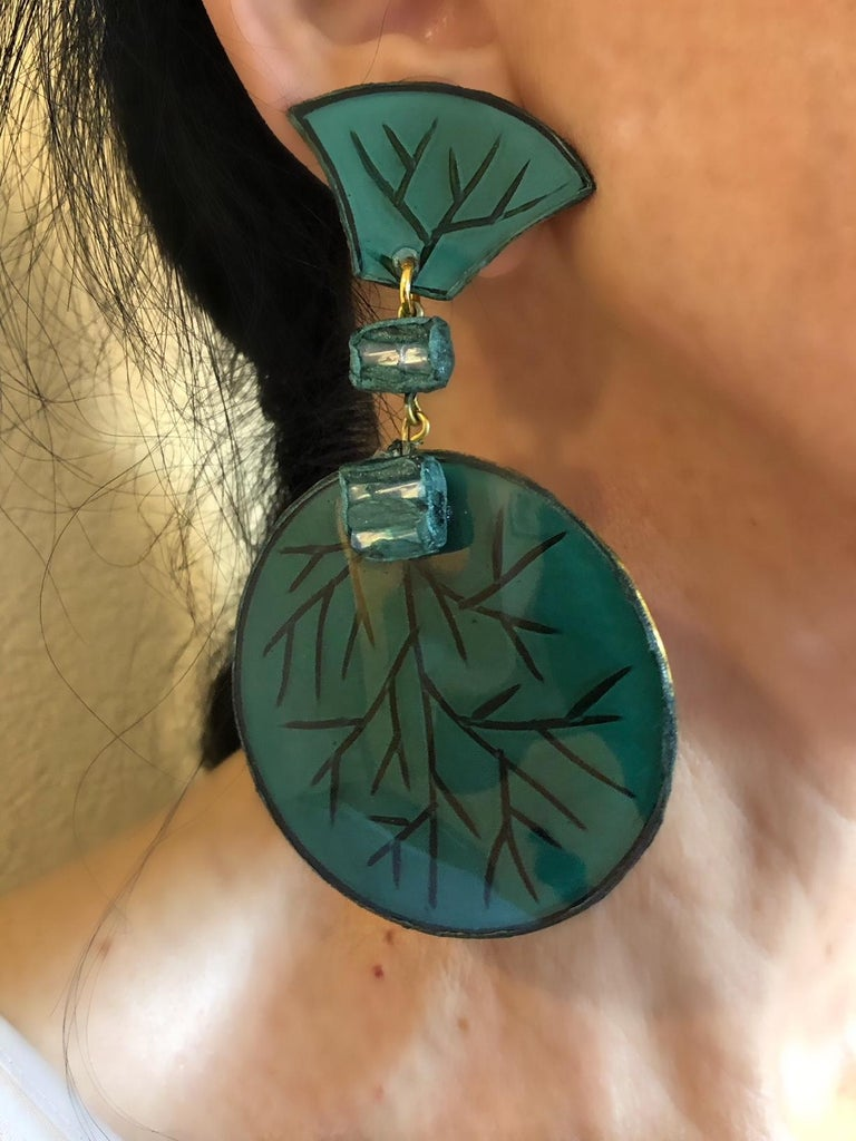 Contemporary Artisan Green Circle Statement Earrings In New Condition For Sale In Palm Springs, CA