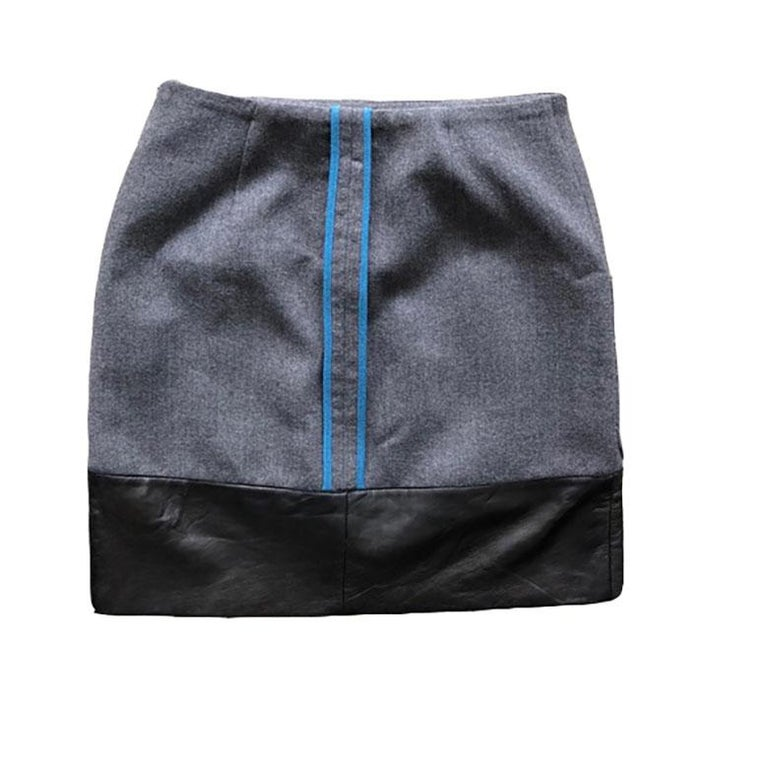 Fendi fitted mini skirt in grey wool with leather trim, blue piping, and two front pockets. Size 36 is approximately a size XS/S according to Fendi's size guide.