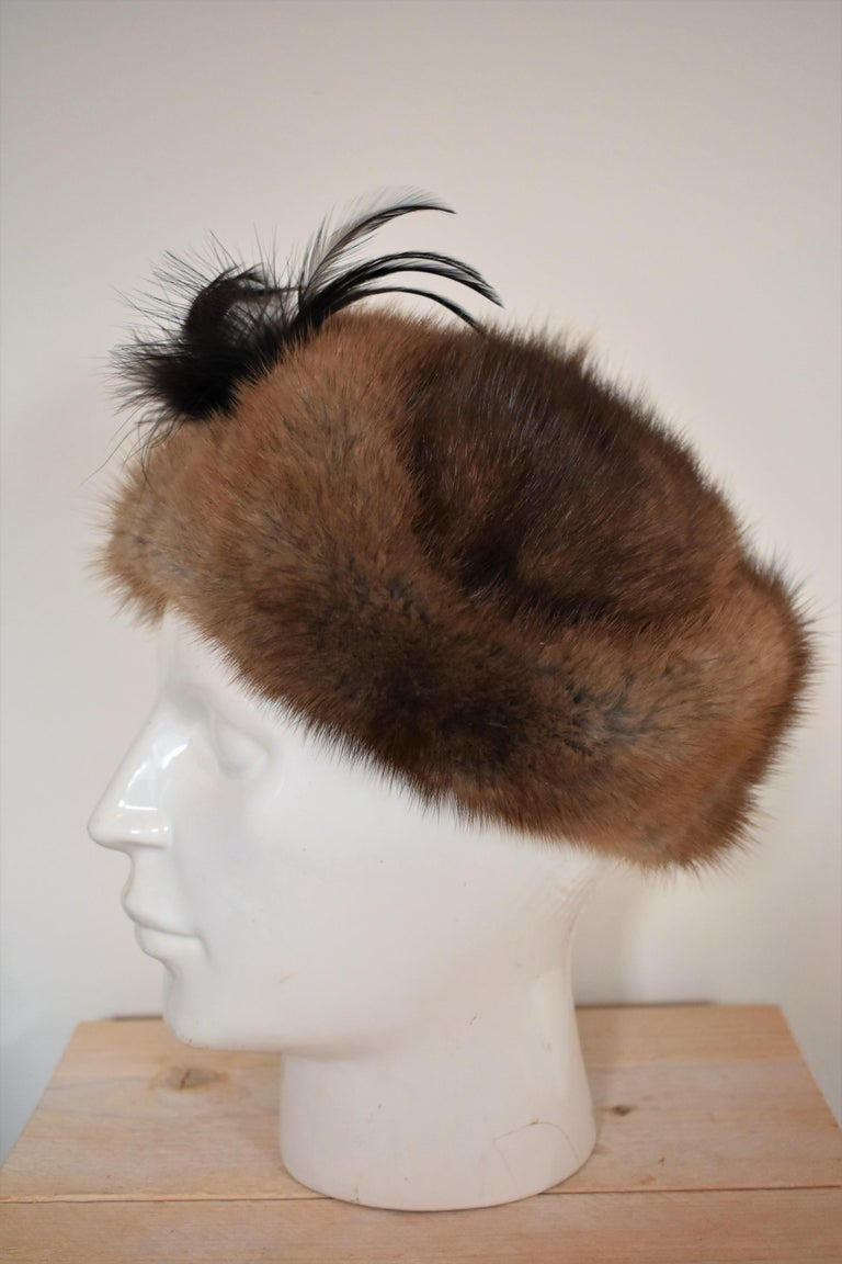 Vintage 1960s Fur Hat with Feather  In Good Condition For Sale In Amsterdam, NL