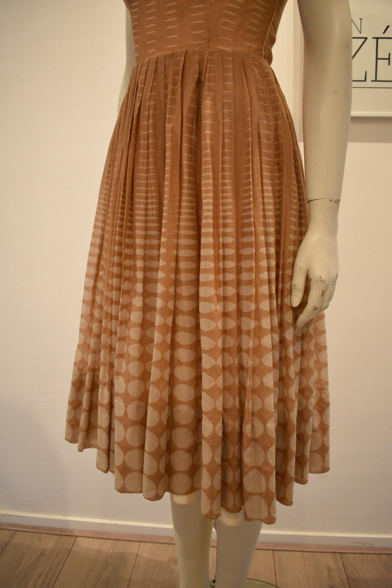 Vintage 1950s Batiste Handmade Dress with a Flowy Pleated Skirt In Good Condition For Sale In Amsterdam, NL