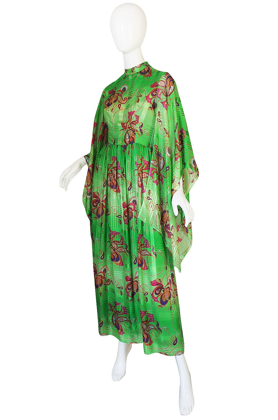 1970s Mollie Parnis Angel Kimono Sleeve Green Silk Dress In Excellent Condition For Sale In Toronto, CA