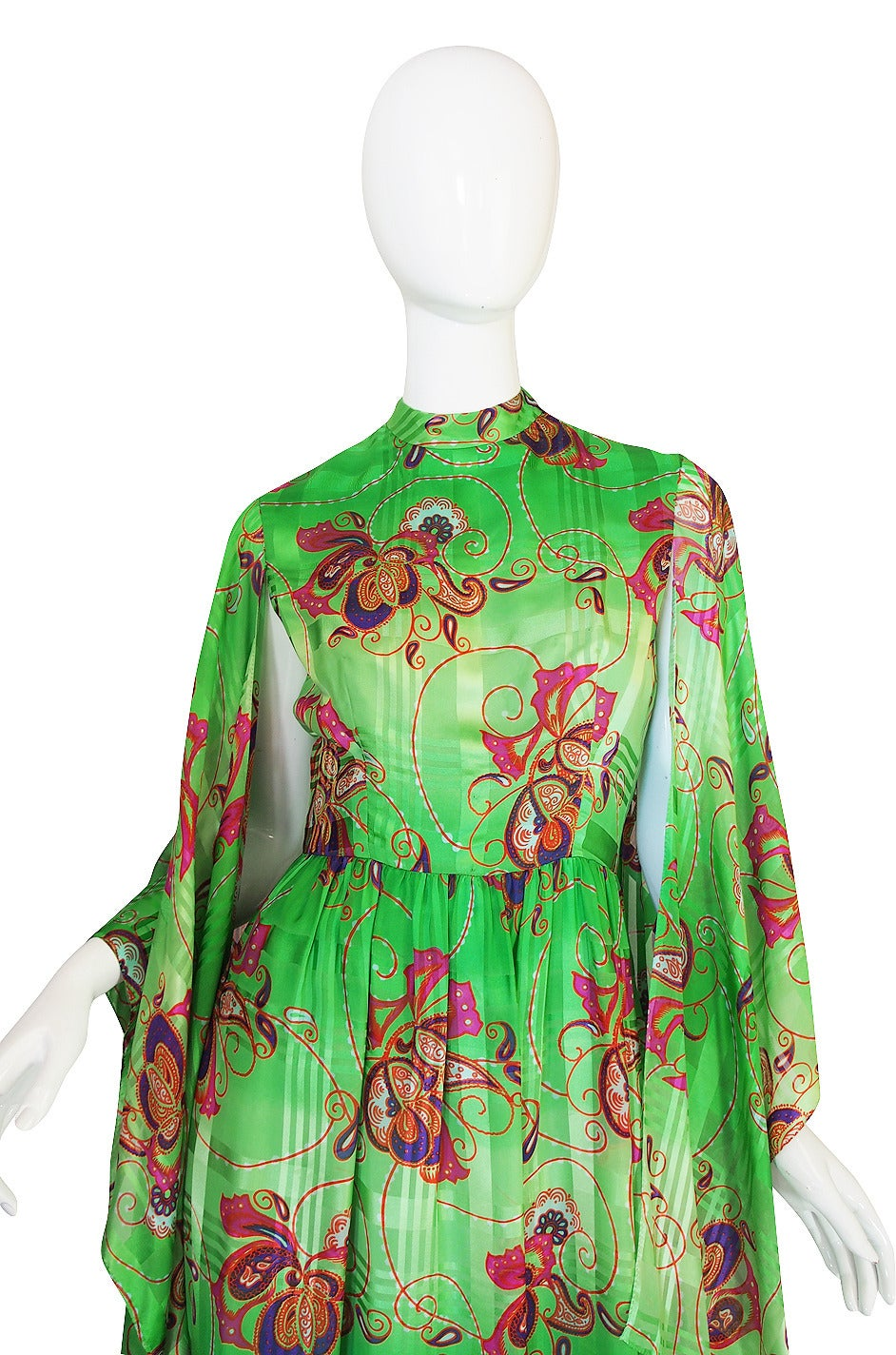 Women's 1970s Mollie Parnis Angel Kimono Sleeve Green Silk Dress For Sale