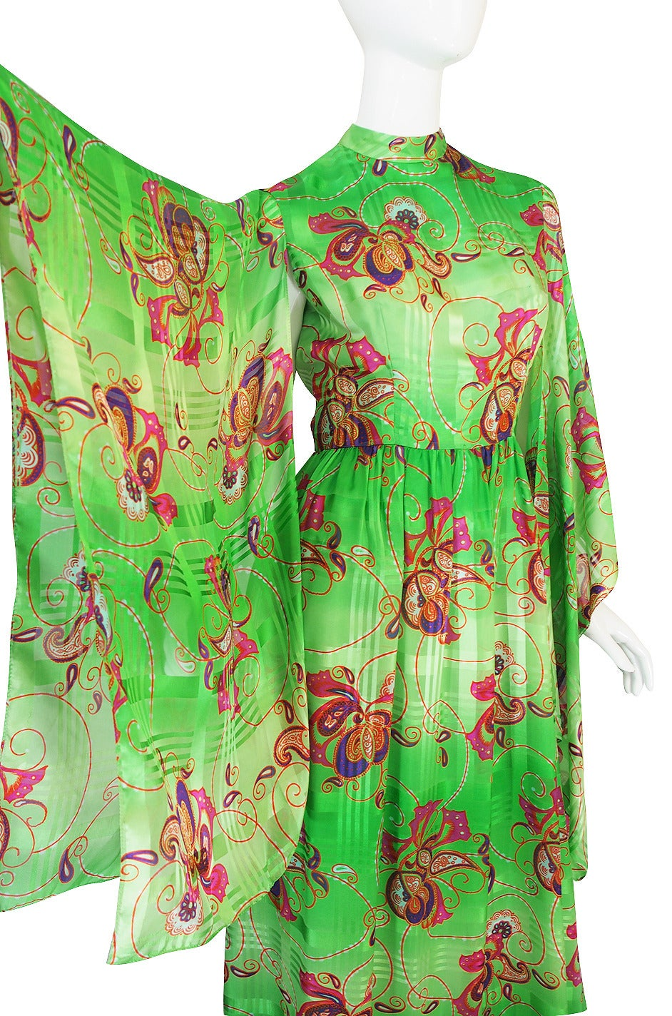 1970s Mollie Parnis Angel Kimono Sleeve Green Silk Dress For Sale 3