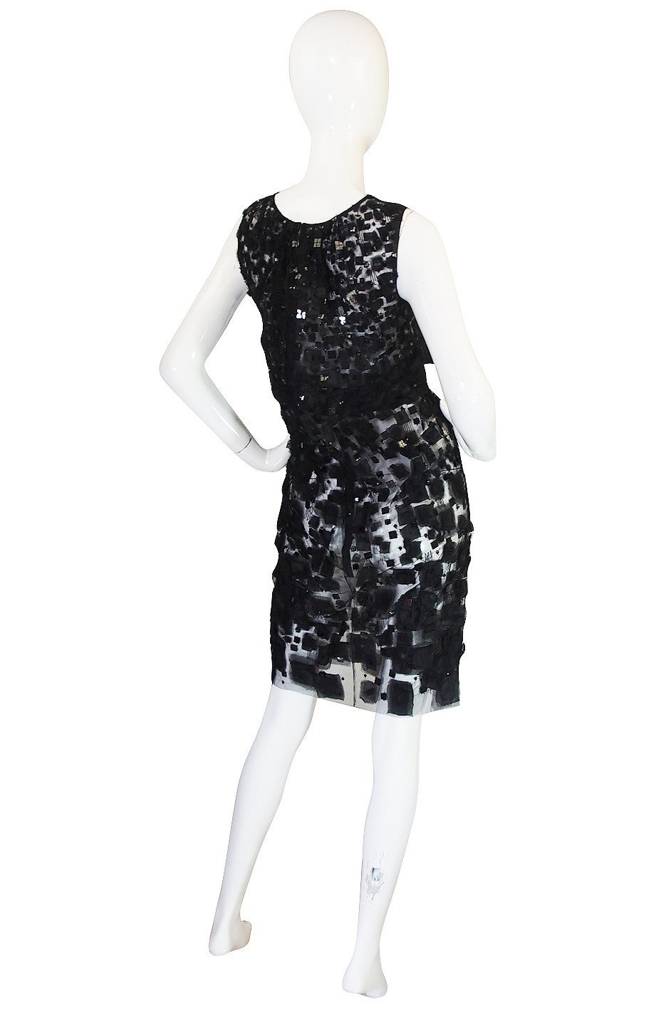 This dress was Look 44 on the 2009 Resort Runway Collection. At the time, Oscar quoted to Style dot com