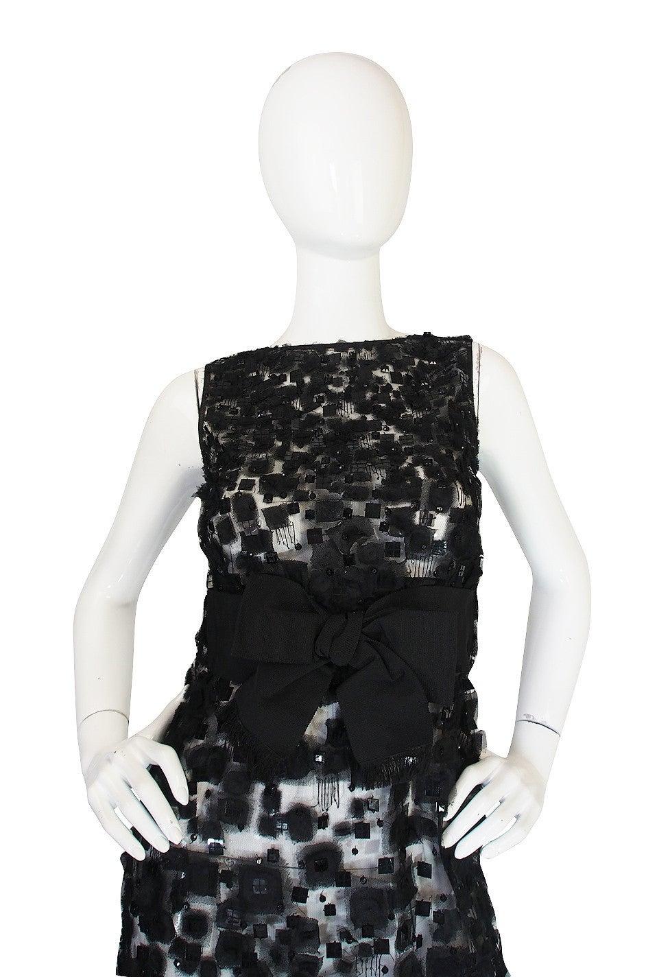 Black 2009 Resort Lace Watteau Oscar De La Renta Dress For Sale
