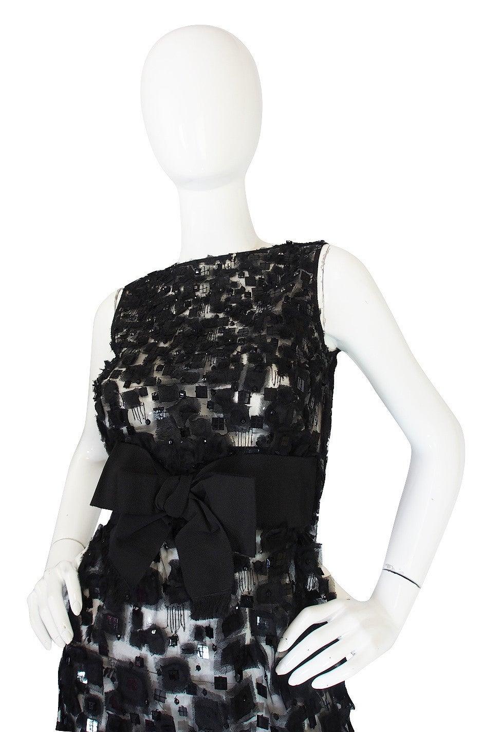 2009 Resort Lace Watteau Oscar De La Renta Dress In Excellent Condition For Sale In Toronto, ON