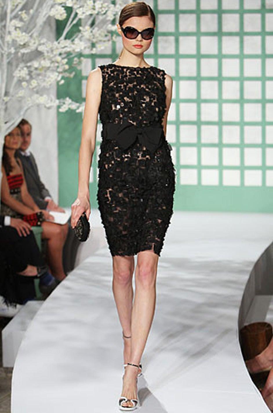 2009 Resort Lace Watteau Oscar De La Renta Dress For Sale 3