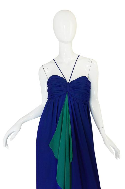 1970s Adele Simpson Blue Chiffon Dress w Green Ruffle In Excellent Condition For Sale In Toronto, ON