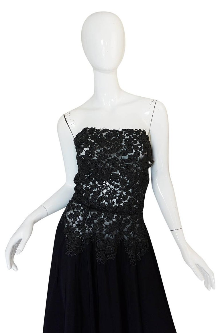 c.1947 Nina Ricci Haute Couture Black Lace & Taffeta Gown In Good Condition For Sale In Rockwood, ON