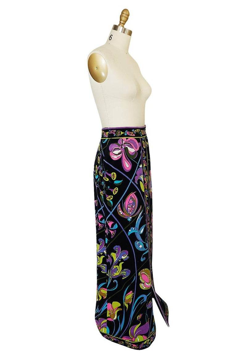 1960s Emilio Pucci Black Velvet With Vivid Floral Print Skirt In Excellent Condition For Sale In Toronto, ON