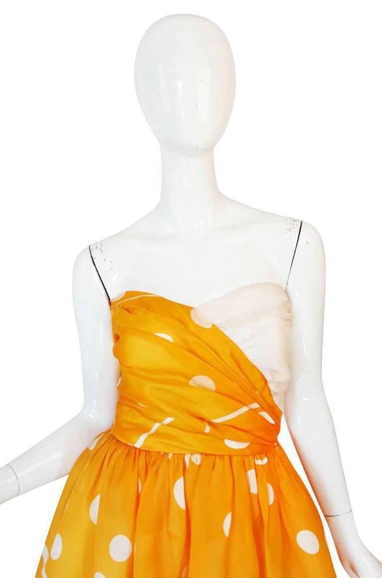 Documented 1985 Bill Blass Dotted Strapless Yellow Silk Dress In Excellent Condition For Sale In Rockwood, ON