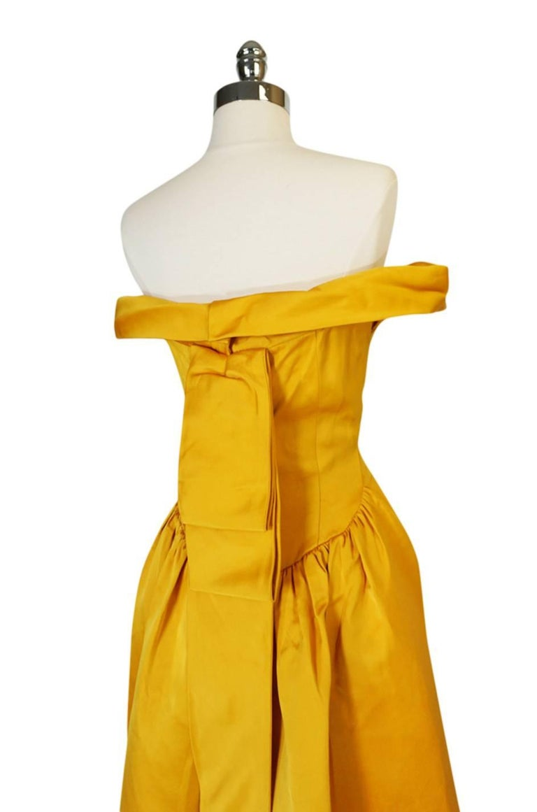 Balenciaga Haute Couture Book Piece Silk Sculpted Gown, 1962  In Good Condition For Sale In Toronto, ON
