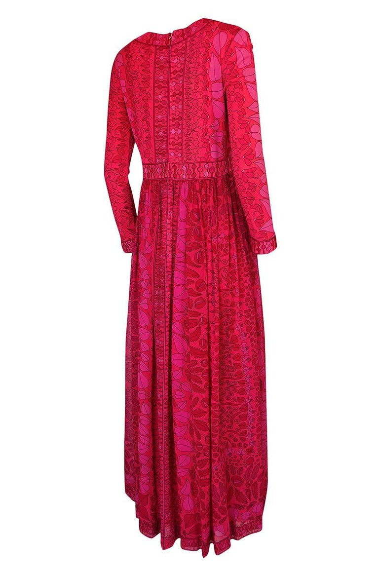 I love the color of this wonderful Bessi dress and the mix of the silks used. The contrast that is created by using a silk jersey with a silk chiffon is beautiful and that combined with the vivid pink and red mix make for a gorgeous dress. Bessi