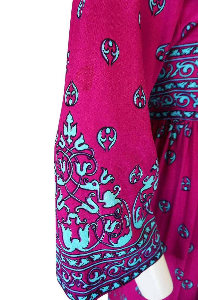 1970s Maurice Vivid Pink and Turquoise Jersey Caftan Dress For Sale 5