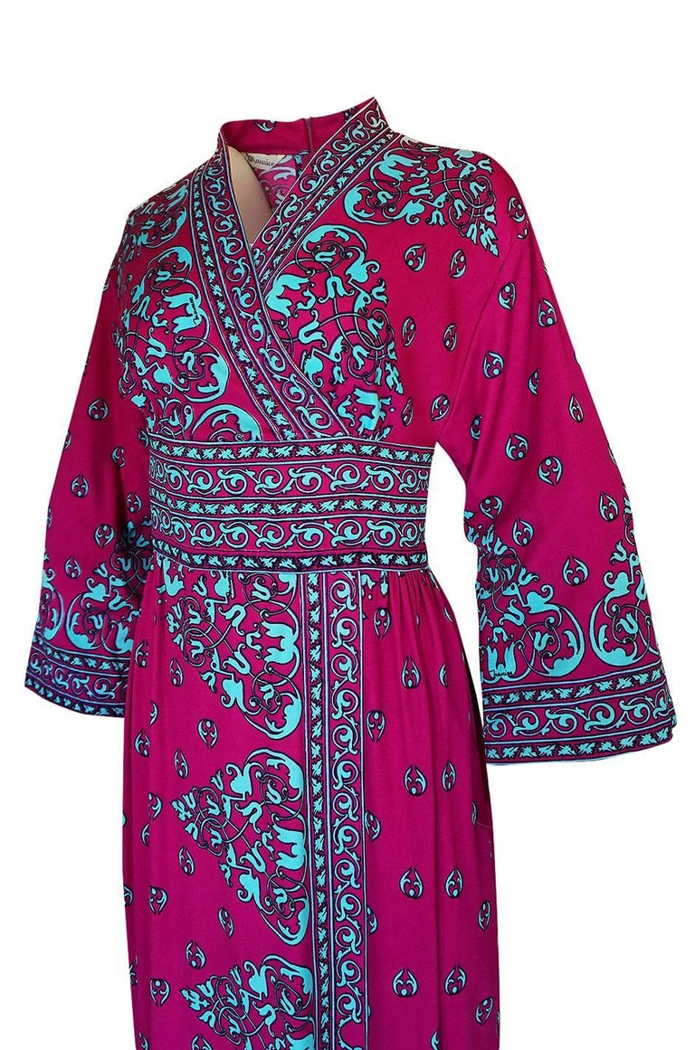 1970s Maurice Vivid Pink and Turquoise Jersey Caftan Dress For Sale 3