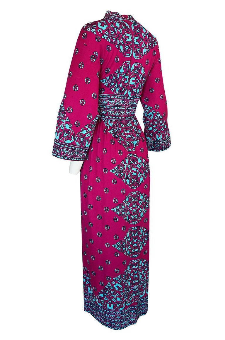 1970s Maurice Vivid Pink and Turquoise Jersey Caftan Dress For Sale 1